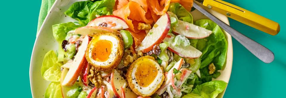 Waldorfsalade met een knapperig gefrituurd Kipster eitje