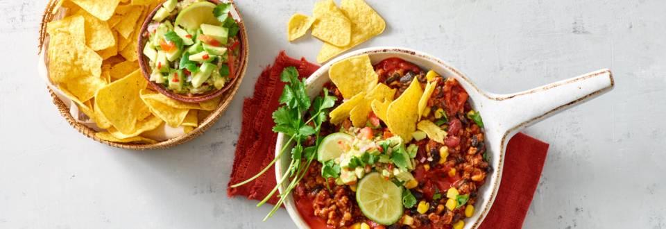 Chili sin carne met bonenschotel met maïs, guacamole en taco's