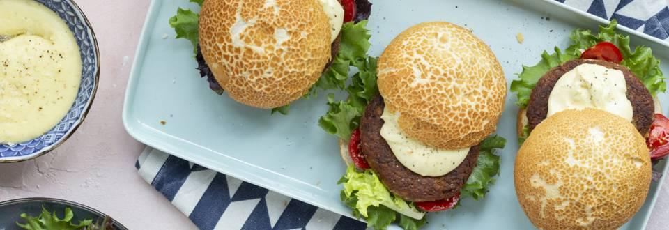 Champignonburger met Parmezaanse kaassaus