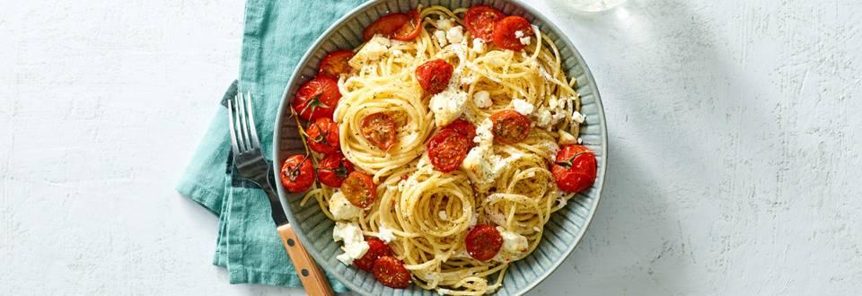 Pasta met feta en tomaat uit de oven