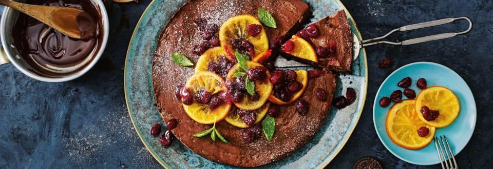 Chocoladetaart met kerstvruchten