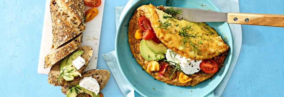 Lente omelet met avocado en geitenkaas