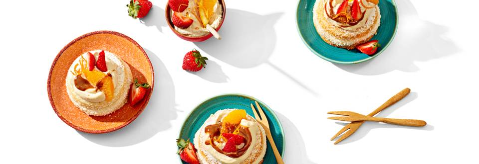 Alfajoreskoekjes met koffieroom, dulce de leche en vers fruit