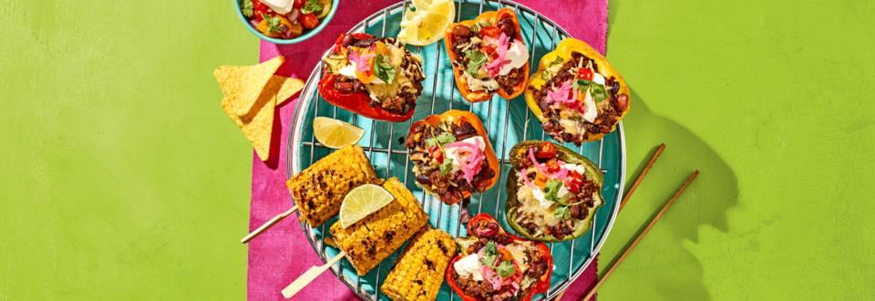 Gevulde paprika's met vega gehakt, maïskolven, tomatensalsa en tacochips