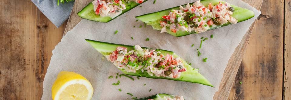 Komkommer gevuld met tonijn