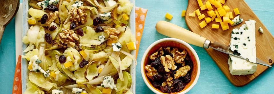Pastinaakstamppot met peer, witlof, blauwe kaas en walnoot