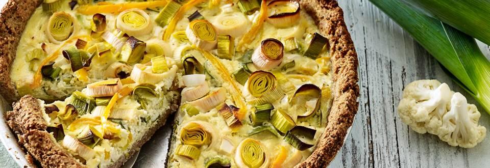 Hartige preitaart met geitenkaas, bloemkool en noten