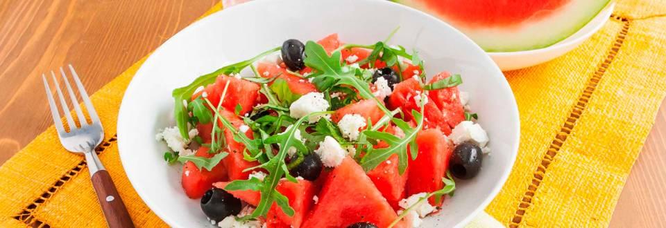 Salade van watermeloen, feta en zwarte olijven