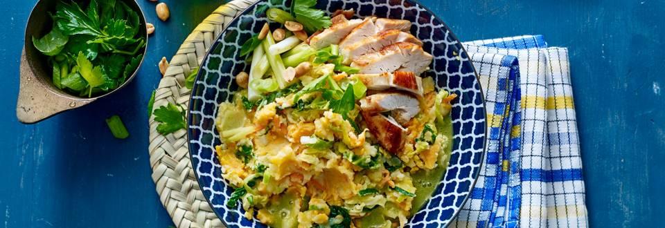 Thaise groene koolstamppot met currysaus en kip