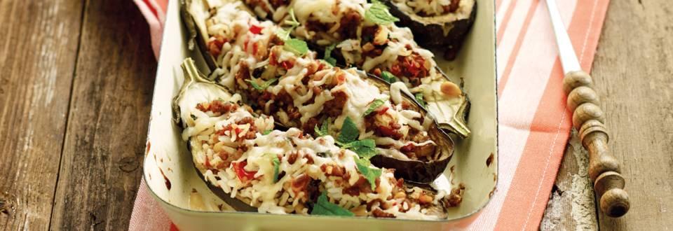 Vegetarische gevulde aubergine met paprika-aardappeltjes