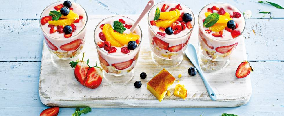 Mini trifle in glaasjes met paasvla-sabayon