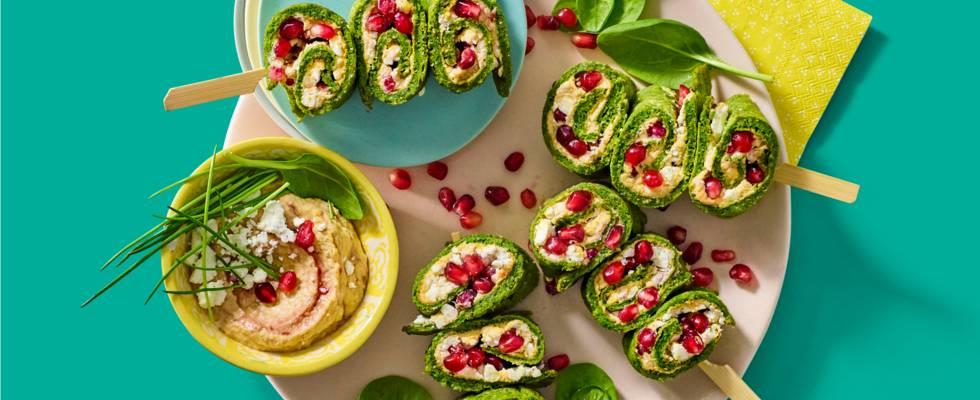 Spinazie-pannenkoekrolletjes gevuld met vijg-cranberry houmous